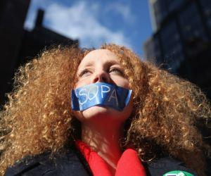 Activistas protestan contra la firma de México para tratado antipiratería