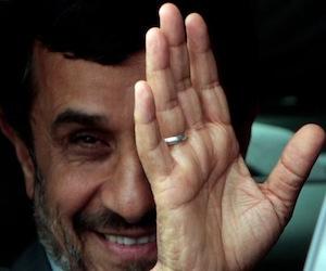 Raúl Castro Ruz despide al Doctor Mahmoud Ahmadinejad