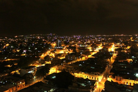 Santiago de Cuba de noche. Foto: Luis Antonio (Tony) Gómez Pérez.