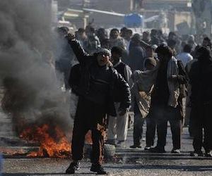 Cientos de afganos protestan contra la quema del Corán. Foto: AFP