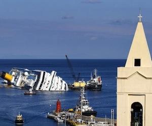 El crucero 'Costa Concordia', hundido frente a la isla de Giglio. Foto: Reuters