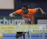 El atleta cubano Dayron Robles durante la competición de este sábado de los 60 m vallas en Birmingham. (AFP, adrian dennis)