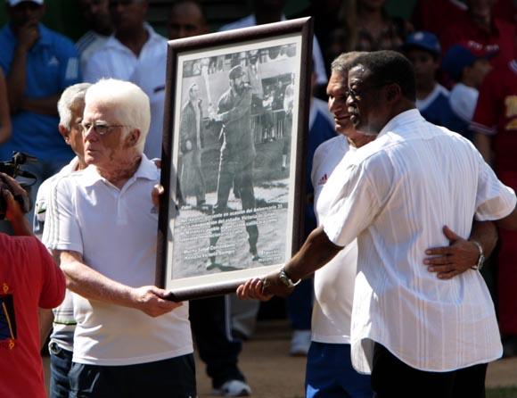 Una foto para Fidel. Foto: Ismael Francisco