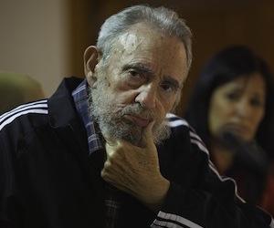 """Fidel presentó el libro de memorias """"Fidel Castro Ruz: Guerrillero del tiempo"""", dos volúmenes de las conversaciones sostenidas con la escritora y periodista Katiuska Blanco."""