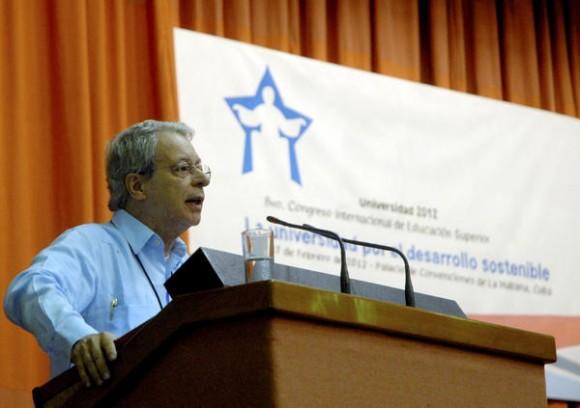 """Frei Betto, destacado intelectual brasileño y amigo de Cuba, pronunció una conferencia magistral, durante la continuación del 8vo Congreso Internacional de Educación Superior, """"Universidad 2012"""", que sesiona en el Palacio de Convenciones de La Habana, el 15 de febrero de 2012 AIN FOTO/Oriol de la Cruz ATENCIO"""