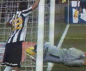 La IFAB aprueba introducir tecnología en las jugadas de línea de gol