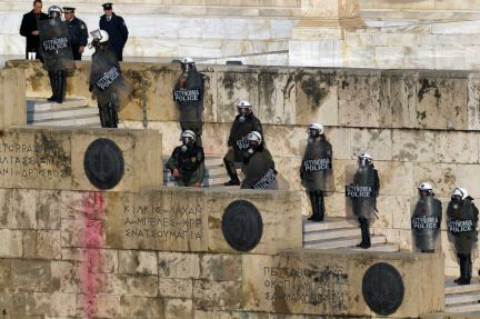 Arremeten contra manifestantes en Grecia. Foto: El País