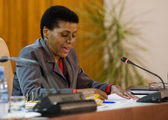 Zuleica Romay interviene en el encuentro de Fidel con intelectuales, en el Palacio de las Convenciones, el 10 de febrero de 2012. Foto: Alex Castro/ Cubadebate