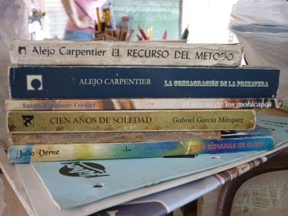 Libros de regalo. Foto: Javier Montenegro/Cubadebate