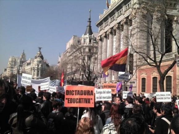 Si nos roban el futuro bloqueamos la ciudad!! Foto: @yolanda_hg/ Twitter