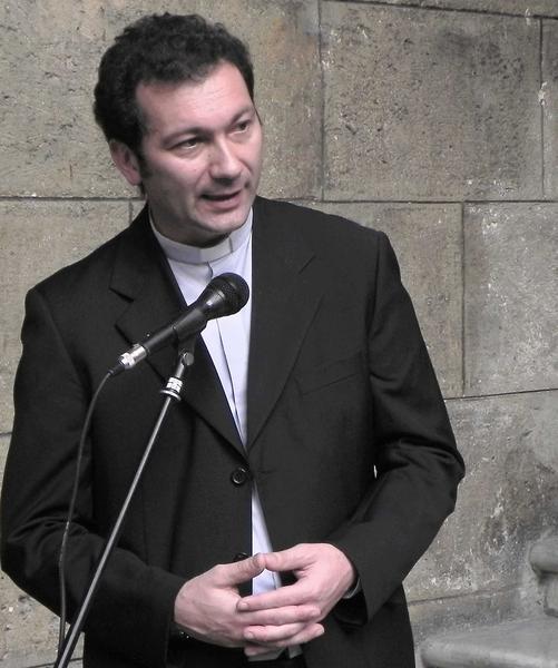 Intervención del Padre Nincola  Mapelli  Director del Museo Etnológico del Vaticano, en la inauguración de la exhibición del Porta Misal de Cristóbal Colón, en el  Museo de La Ciudad, en La Habana Vieja, Cuba, el 4 de febrero de 2012. AIN FOTO/Tony HERNÁNDEZ MENA