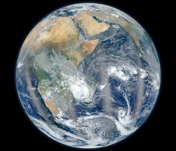 """Foto: NASA/NOAA Imagen del lado oriental de la Tierra de la serie """"Blue Marble"""""""