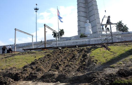 Preparativos en la Plaza de la Revolución de La Habana para la visita del Papa Benedicto XVI. Foto: Roberto Suárez