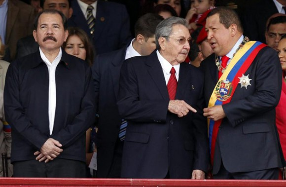 Hugo Chávez, Raúl Castro y Daniel Ortega.