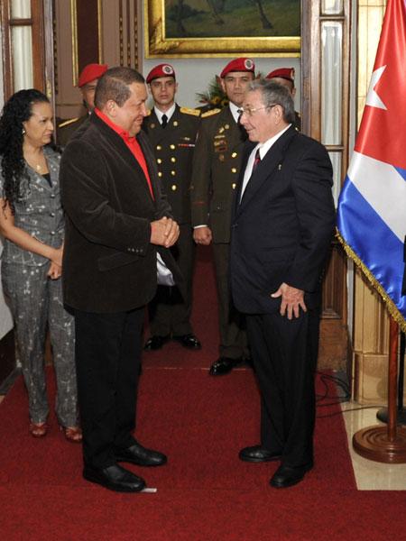 Raúl Castro y Hugo Chávez en la Cumbre del ALBA. Foto: Estudios Revolución