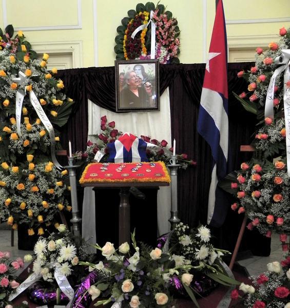 Las cenizas de la cantautora y fundadora de la nueva trova Sara González, son expuestas en el Instituto Cubano de la Música, en La Habana, Cuba, el 2 de febrero de 2012. AIN FOTO/Tony HERNÁNDEZ MENA/