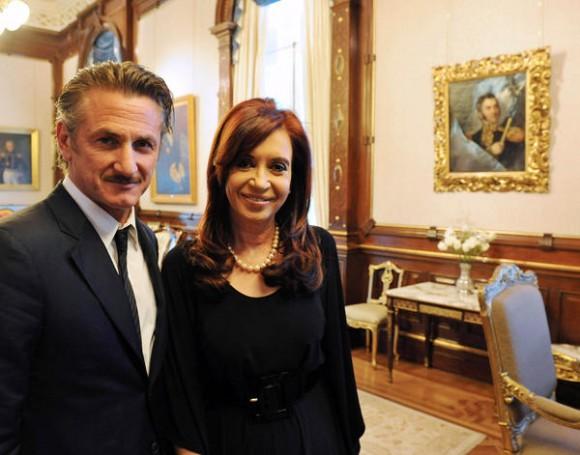 La presidenta Cristina Fernández de Kirchner junto al actor Sean Penn en casa de gobierno, donde luego se realizó una conferencia de prensa. Foto: Presidencia de la Nación/Télam/jcp Foto: Paula Ribas/Télam/