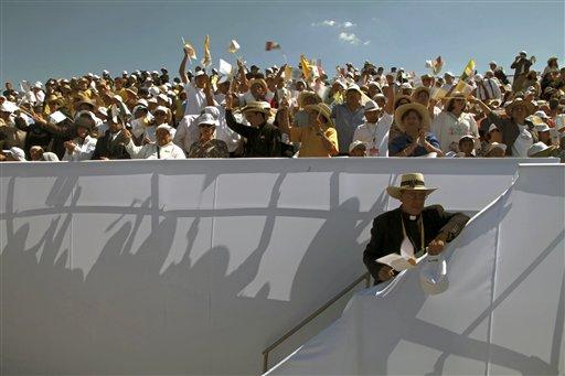 Fieles recibieron al Papa Benedicto XVI en el aeropuerto de Silao, México. Foto: AP