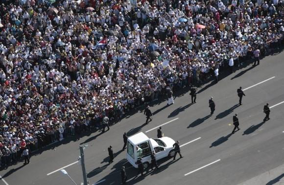 Benedicto XVI llega a la Plaza de la Revolución. Foto: Ismael Francisco/ Cubadebate