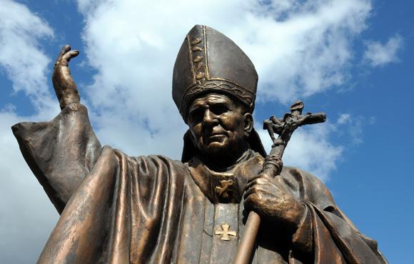 Estatua al Papa Juan Pablo Segundo, en la ciudad de Holguin. Foto: Ismael Francisco/Cubadebate.