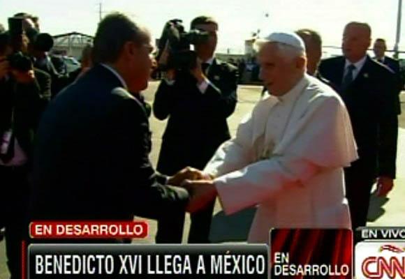 Calderón y el Papa se saludan. Foto captura de pantalla Cubadebate