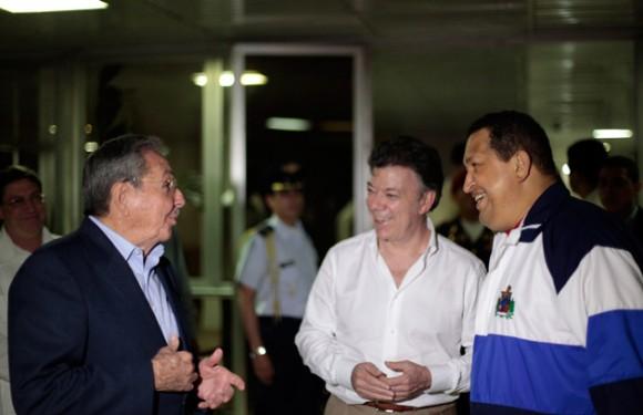 Raúl, Santos y Chávez en La Habana. Foto: Marcelo Garcia/ Prensa Miraflores