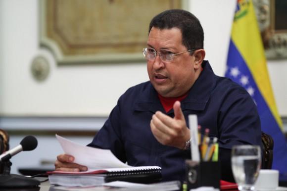 A su llegada al país, la madrugada de este jueves, el presidente de la República Hugo Chávez se reunió con parte de su gabinete ejecutivo en el Palacio de Miraflores.