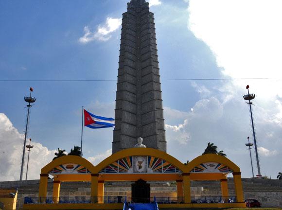 Altar en la Plaza de la Revolución para misa apostólica. Foto Cubadebate