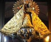 La Virgen de la Caridad del Cobre, Santa María la Vírgen, o la Vírgen Mambisa.Es considerada la patrona de Cuba. Muchos cubanos se sienten identificados con ella. Su imagen se encuentra en el poblado de El Cobre, en la provincia de Santiago de Cuba, donde cada año, el 8 de septiembre se le rinde homenaje. Foto: Ismael Francisco/Cubadebate.