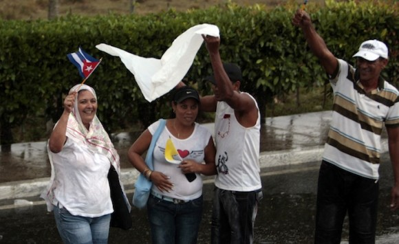 La Habana despide a Benedicto bajo la lluvia. Foto: Ismael Francisco/ Cubadebate