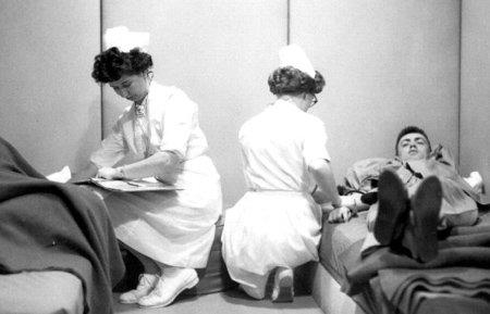 Los militares en Edgewood Arsenal también hicieron pruebas con gas lacrimógeno, barbitúricos, tranquilizantes, narcóticos y alucinógenos como el LSD.
