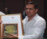 Enrique Ojito Linares, Premio Juan Gualberto Gómez Prensa Escrita. Foto: Ismael Francisco González