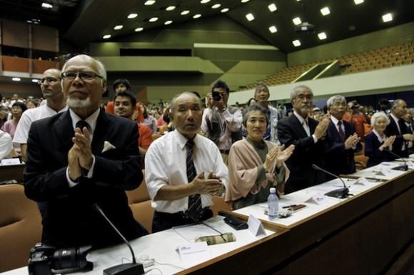 Fidel Castro con los integrantes del Crucero por la paz, el 1 de marzo de 2012. Foto: Roberto Chile