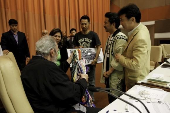 Fidel Castro con integrantes del Crucero por la paz. Foto: Roberto Chile