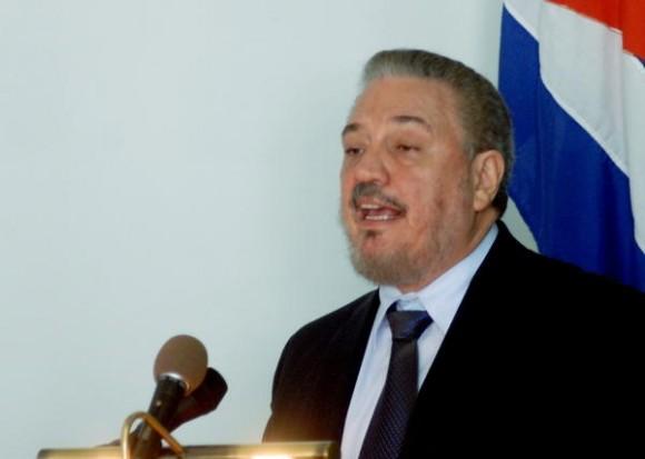"""El Dr. Fidel Castro Díaz-Balart, pronunció una conferencia magistral, luego de recibir el titulo de Dr. Honoris Causa en Ciencias Nucleares, en el Colegio de """"San Gerónimo"""", en La Habana, Cuba, el 24 de marzo de 2012.   AIN FOTO/Oriol de la Cruz ATENCIO/"""