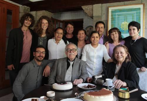 Gabriel García Márquez ayer, durante el festejo con familiares, amigos y colaboradores en su casa de la ciudad de MéxicoFoto Roberto García Ortiz/ La Jornada