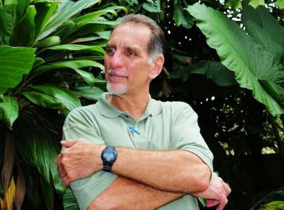 René González, uno de los Cinco Héroes, que estuvo en Cuba por dos semanas con un permiso para ver a su hermano enfermo. René permaneció por más de 13 años preso en la Florida y cumple una sanción adicional, de tres años bajo régimen de libertad condicional. Estas fotos las tomó Bill Hackwell al final de la gira de La Colmenita, a Estados Unidos, en octubre de 2011.