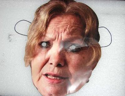 """Máscara con el rostro de la fallecida """"Dama de blanco"""" Laura Pollán, empleada este fin de semana por esa agrupación"""