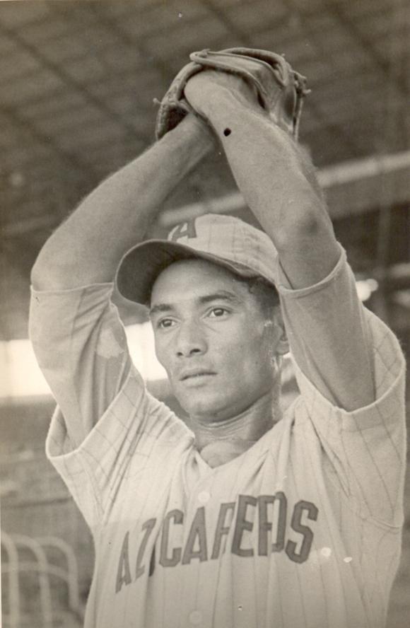 Aquino Abreu fue el primer lanzador en dejar sin hits ni carreras a una novena. Foto: Archivo del Periódico Granma