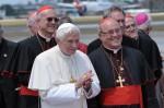 El Papa Benedicto XVI es recibido por el Cardenal Jaime Lucas Ortega Alamino, Arzobispo de La Habana, en el aeropuerto internacional José Martí, en La Habana, Cuba el 27 de marzo de 2012. AIN FOTO/Marcelino VÁZQUEZ HERNÁNDEZ