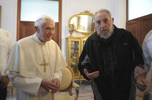 El Papa y Fidel Castro. Foto: Blog Cambios en Cuba vía Twitter