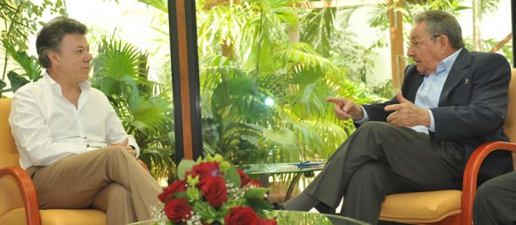 Raúl Castro y Juan Manuel Santos en La Habana. Fotos: Presidencia de Colombia