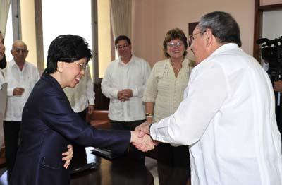 Raúl Castro y Margaret Chan, directora de la OMS. Foto: Granma