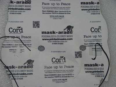 """Reverso de la máscara portada por las """"Damas de blanco"""" con el logo de Mask-arade.com. Foto: Cambios en Cuba."""