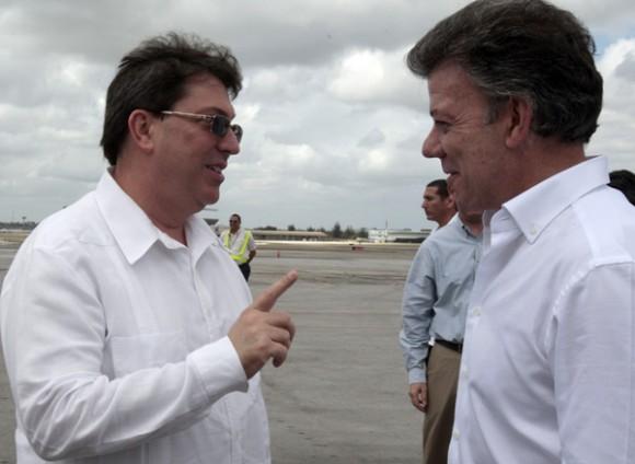 El dignatario y la delegación que lo acompaña fueron recibidos en la losa del Aeropuerto Internacional José Martí, en esta capital, por  el canciller cubano Bruno Rodríguez Parrilla.