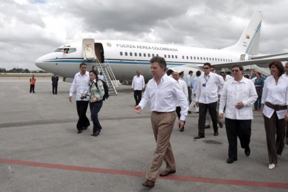 Como parte de la comitiva presidencial, arribó también María Ángela Holguín, ministra de Relaciones Exteriores.