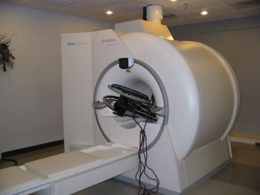 Silla incrustada en una cámara de resonancia magnética