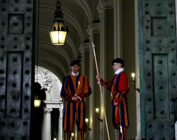 La Guardia Suiza: su función exclusiva es la de ejército del estado soberano de Ciudad del Vaticano. Foto: Ismael Francisco/Cubadebate.