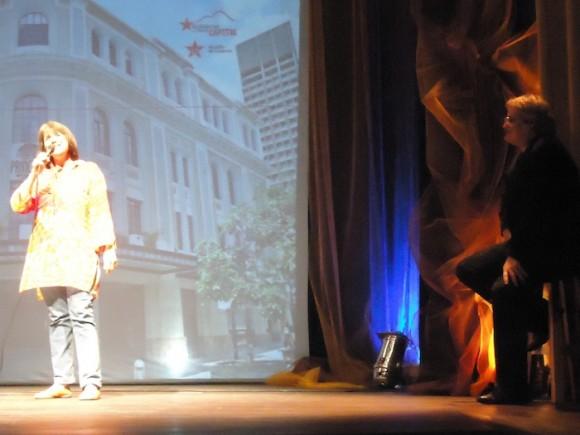 Fabiola José en el concierto de Amaury Pérez en el Teatro Principal de Caracas. Foto: Mabel Pérez Guió/ Cubadebate