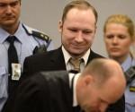 Anders Behring Breivik llega al tribunal. Foto: AFP